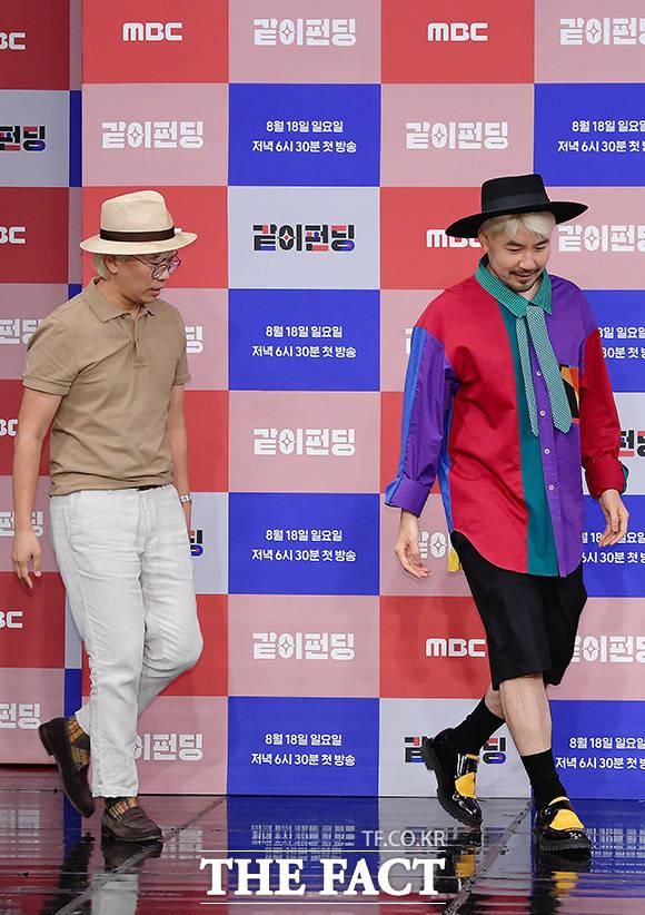 걷는 모습도 닮은 절친 김태호 PD(왼쪽)와 노홍철
