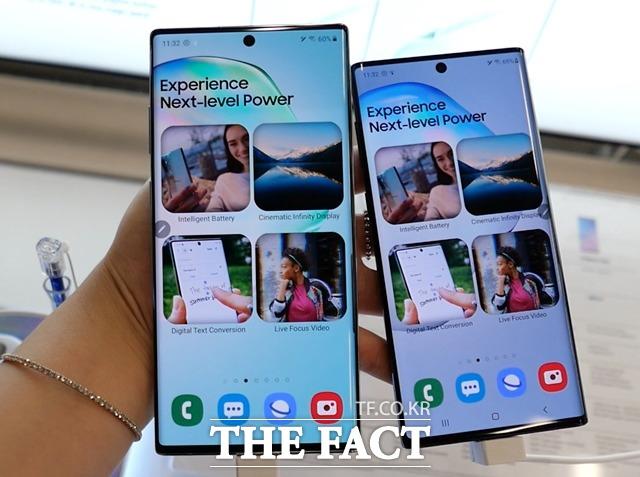 14일 글로벌 시장조사업체 캐널리스에 따르면 삼성전자는 2분기 유럽 스마트폰 시장에서 1830만 대를 판매해 점유율 40.6%를 기록하며 1위를 차지했다. 사진은 갤럭시노트10+(왼쪽)와 갤럭시노트10. /서민지 기자