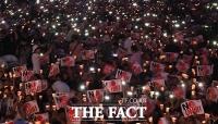 [TF포토] 광화문 가득 메운 시민들, 촛불 밝히며 'NO 아베!'