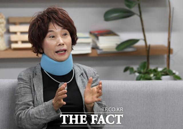 지난 13일 <더팩트> 취재진과 인터뷰하고 있는 주옥순 엄마부대 대표. /이효균 기자