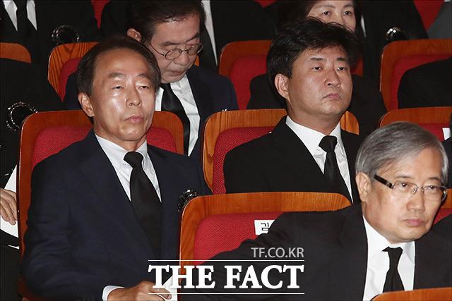 고 김영삼 전 대통령의 차남 김현철 씨(왼쪽)와 고 노무현 전 대통령의 장남 노건호 씨