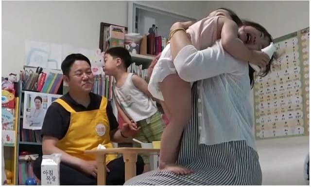 아이를 위한 나라는 있다는 스타들이 아이의 등 하원을 책임지는 예능프로그램이다. /KBS2 제공