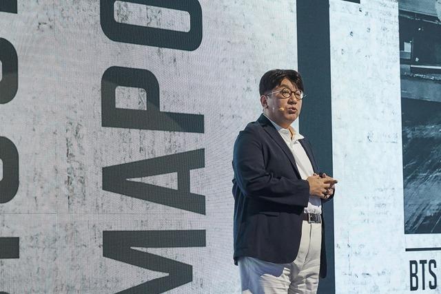 빅히트엔터테인먼트(이하 빅히트)는 21일 서울 대치동 섬유센터에서 공동체와 함께하는 빅히트 회사 설명회를 열었다. 빅히트의 비전을 발표하는 자리였다. 방시혁 대표는 영역의 경계 없는 사업 확장을 예고했다. /빅히트 제공