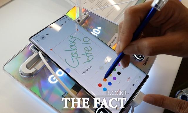 [TF초점] 'LTE로 써볼까'…'갤럭시노트10' 자급제 모델 인기 얻..