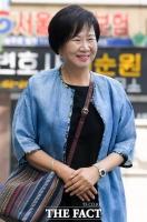 [TF포토] '목포 부동산 의혹' 손혜원, 웃으며 공판 출석