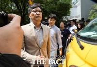 [TF포토] '조국 딸 특혜 의혹' 서울대 압수수색 마친 검찰