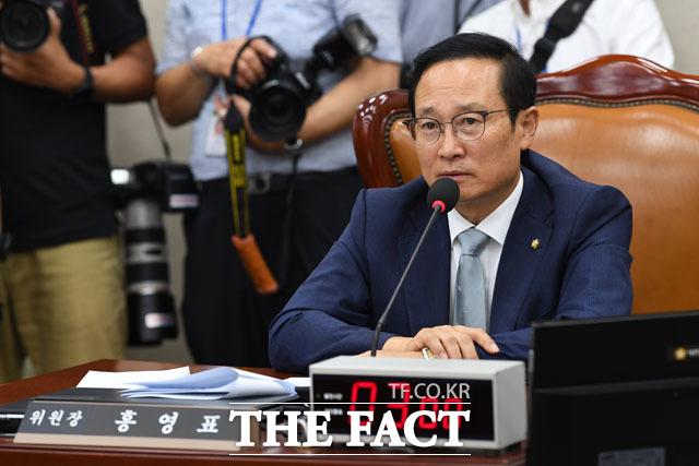 선거법 개정안을 의결한 후 소회 밝히는 홍영표 위원장