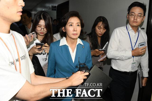 날치기 의결 항의하고 굳은 표정으로 회의장 나서는 나경원 자유한국당 원내대표