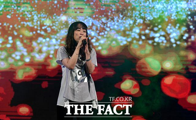 가수 전유나.