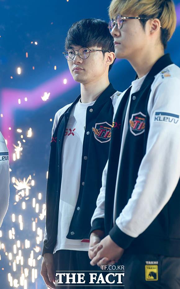 SKT T1의 페이커 이상혁 선수(왼쪽)
