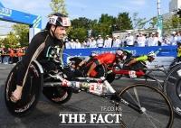 [TF포토] 결승선을 향해 질주하는 휠체어마라톤 선수들!
