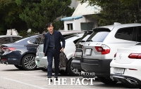 [TF포토] 조국 '담담한 퇴근길'