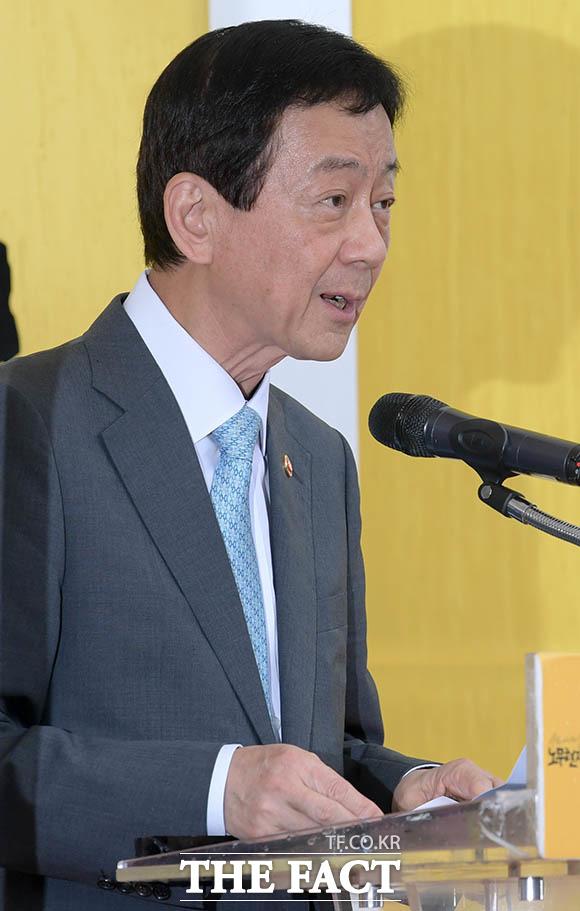 축사하는 진영 장관