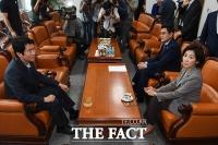[TF포토] '조국 청문회' 담판 위해 마주 앉은 여야3당 원내대표