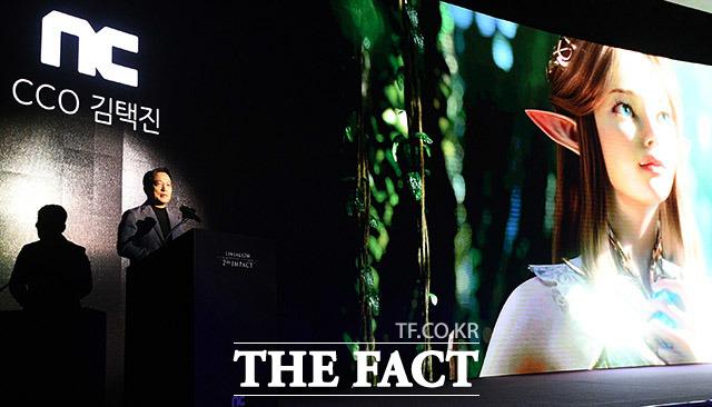 김택진 엔씨소프트 CCO가 5일 오전 서울 강남구 언주로 라움에서 열린 리니지2M 미디어 쇼케이스에 참석해 인사말을 하고 있다. /이동률 기자