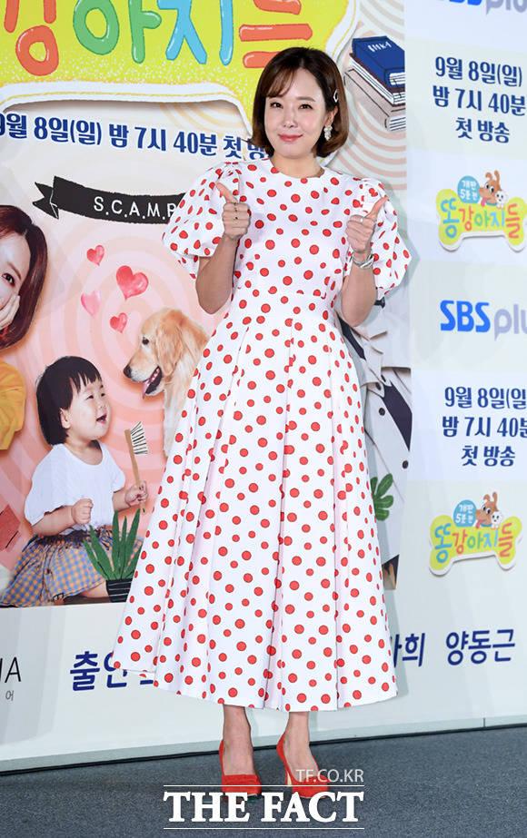 배우 소유진이 6일 오전 서울 마포구 상암동 SBS프리즘타워에서 열린 SBS 예능 똥강아지들 제작발표회에 참석한 가운데 취재진을 향해 포즈를 취하고 있다. /임세준 기자