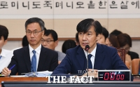 [TF포토] 야당 의원 질의에 답변하는 조국 후보자