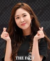 [TF포토] 조승희, '깜찍한 손가락 하트'