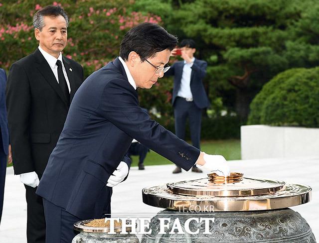 분향하는 황교안 자유한국당 대표