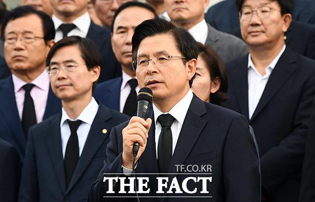 조국 법무부 장관 임명을 강행한 문재인 대통령을 비판하는 황교안 대표