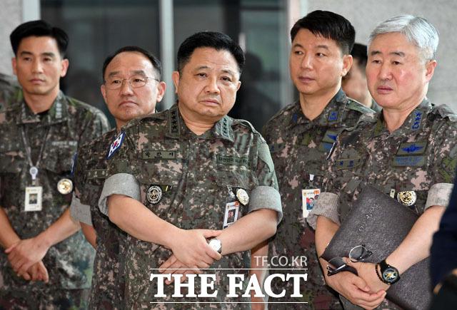 이 대표 발언을 경청하는 군 지휘 장성들