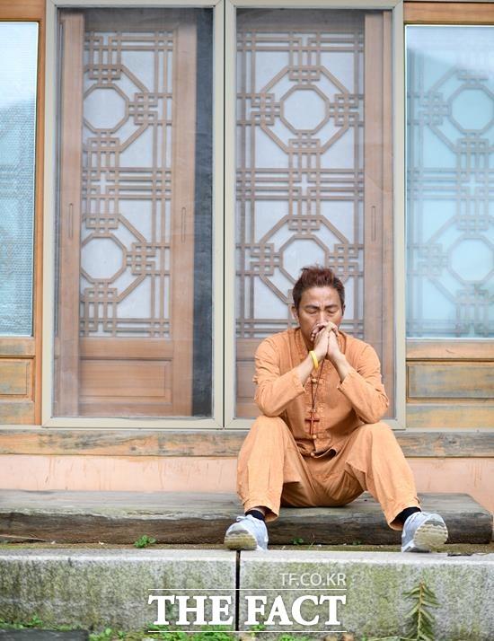 김철민은 가족력에 의한 불가항력(시한부)을 숙명처럼 받아들여야한다는 사실이 가장 힘들었다고 했다. 부모님과 두 형 모두 암으로 세상을 떠났다. /경기 양평=임세준 기자