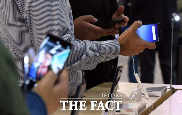 중저가 스마트폰이 90만 원…가계통신비 상승 우려