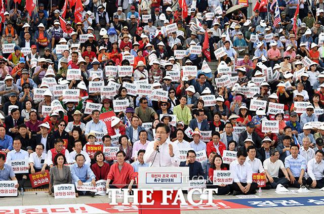 황교안 자유한국당 대표가 15일 오후 서울 여의도 국회에서 열린 추석 민심 국민보고대회에 참석해 발언을 하고 있다./국회=임영무 기자