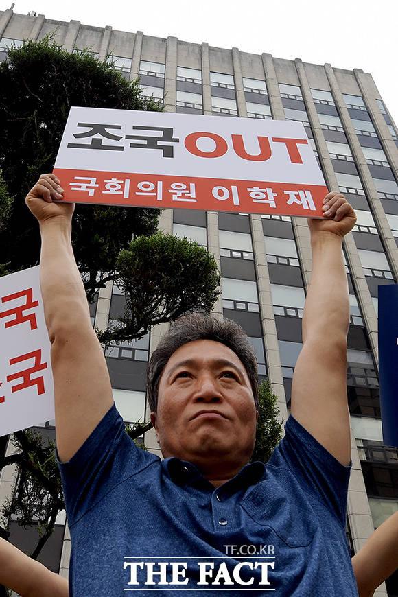 이학재 자유한국당 의원은 15일 조국 법무부 장관 사퇴와 문재인 대통령의 사과를 요구하는 단식을 알리며