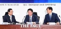 [TF포토] 이해찬-이인영-조국, '화기애애한 첫 당정협의'