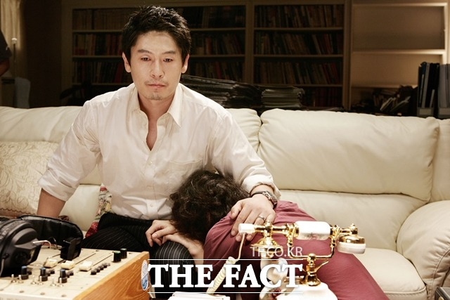 이형호 군 유괴 사건을 재구성한 영화 그놈목소리(2007). 메가폰을 잡은 박진표 감독은 사건 당시 SBS 그것이 고싶다 조연출로 일하며 해당 사건을 취재한 경험이 있다. /네이버 영화 제공