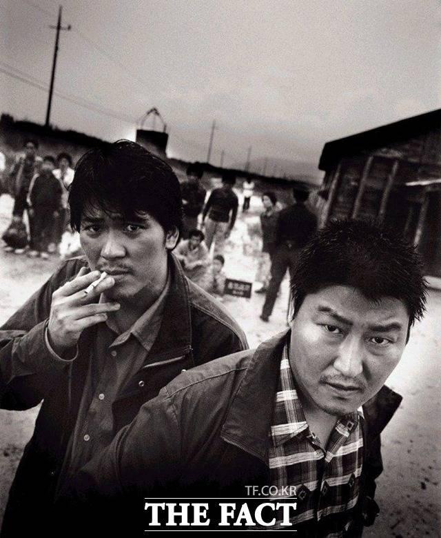 화성연쇄살인사건을 재구성한 봉준호 감독의 영화 살인의추억(2003). /네이버 영화 제공