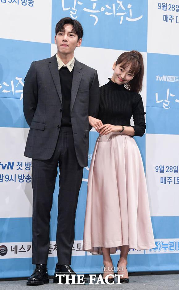 지창욱(왼쪽)과 원진아