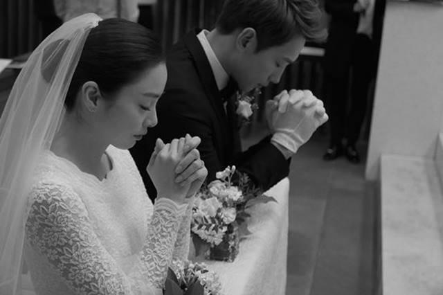 비와 김태희는 2017년 결혼식을 올리고 그 해 10월 첫째 딸을 낳았다. /레인컴퍼니 제공