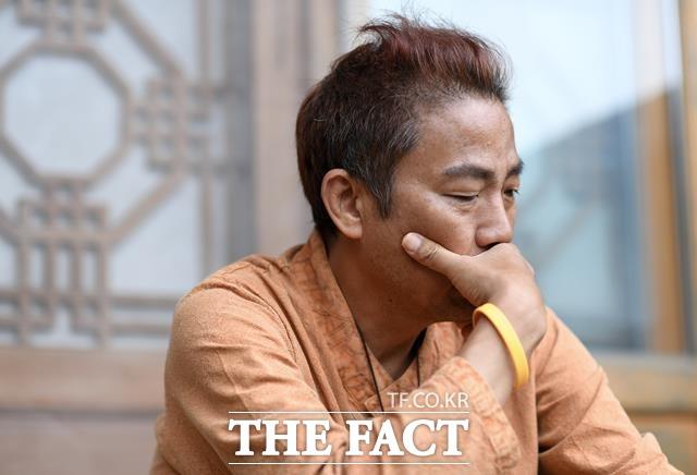 단 1%의 가능성이라도 있다면. 지난달 말부터 경기도 양평의 한 요양원에 머물고 있는 김철민은 두렵지만 마지막 희망을 갖고 강아지 구충제를 이용한 항암 치료법에 나서겠다고 밝혔다. /양평=임세준 기자