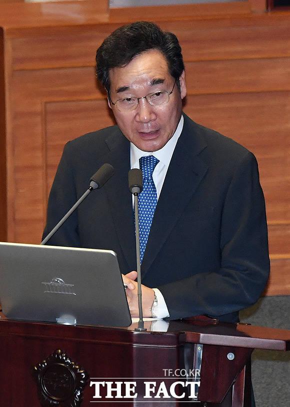 권선동 자유한국당 의원의 질문에 답변하는 이낙연 국무총리