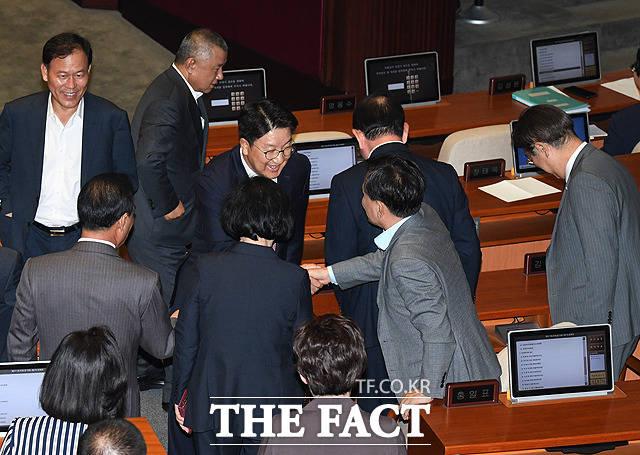 질문 마친 권선동 자유한국당 의원