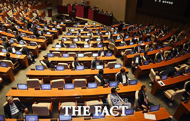 조국 장관에 등 돌린 자유한국당