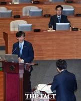[TF포토] 조국 법무부 장관, '대정부질문으로 국회 신고식'