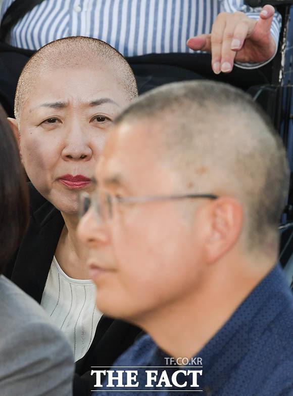 묘한 친근함? 이날부로 자유한국당에선 박 의원과 황 대표 두 명이 삭발에 동참했다.