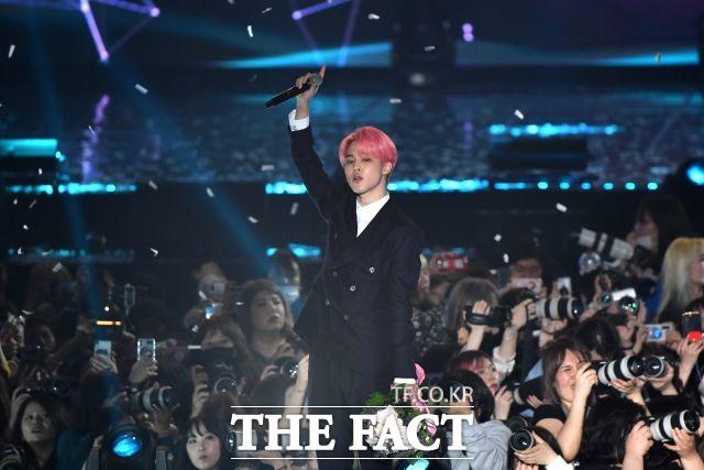 2013년 그룹 방탄소년단으로 데뷔한 지민은 부산에서 태어나 슈퍼스타의 꿈을 키우며 춤 실력을 다졌다. /더팩트DB