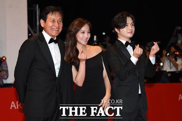 기념 촬영 갖는 배우 안성기, 유진, 김혜성(왼쪽부터)