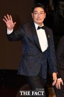 [TF포토] 조진웅, '세월호 리본 달고 레드카펫'
