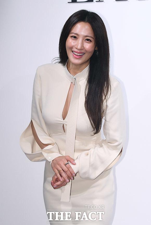 배우 수현이 올 봄부터 사랑을 키워온 차민근 대표와 오는 12월 결혼 소식을 알렸다. /이동률 기자