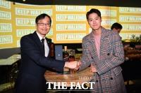 [TF포토] 조니워커 애프터파티에서 만난 이경우 대표와 배우 공명