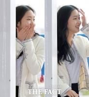 [TF포토] '기둥으로 쏙~'…김고은, '수줍은 출국길~'