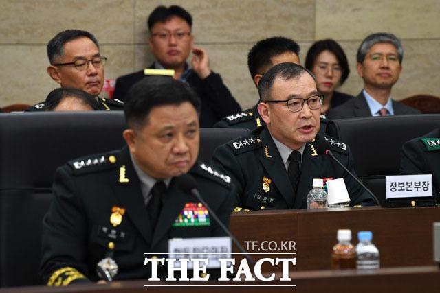 답변하는 김영환 합참 정보본부장