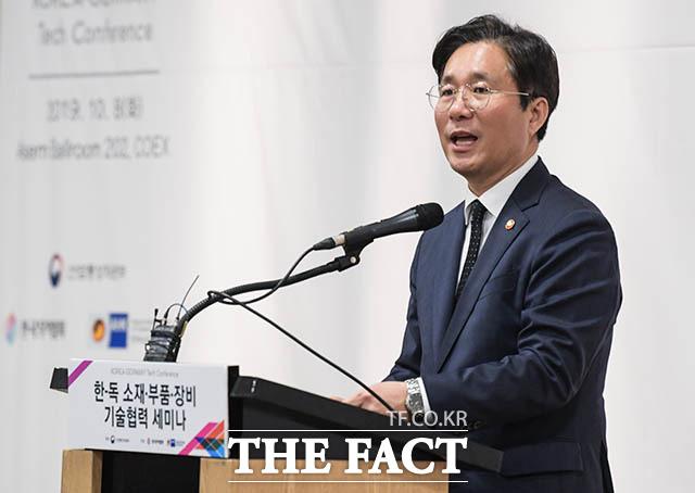 축사하는 성윤모 장관