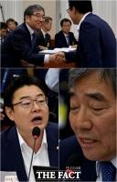 [TF사진관] '인사할 땐 좋았는데'…윤석헌과 김성원의 열띤 공방