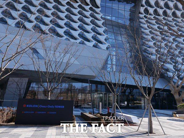 코스닥 시장위원회는 11일 코오롱티슈진의 코스닥시장 상장폐지 여부를 결정한다. 사진은 서울 마곡동 원앤온니타워의 모습. /더팩트 DB